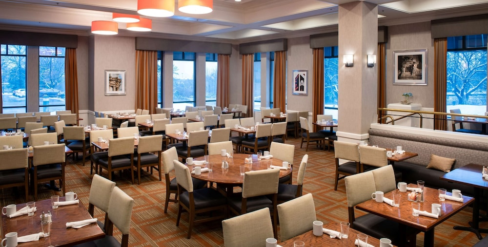 Breakfast Area, DoubleTree Suites by Hilton Philadelphia West