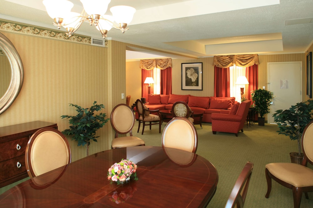 Living Area, DoubleTree Suites by Hilton Philadelphia West