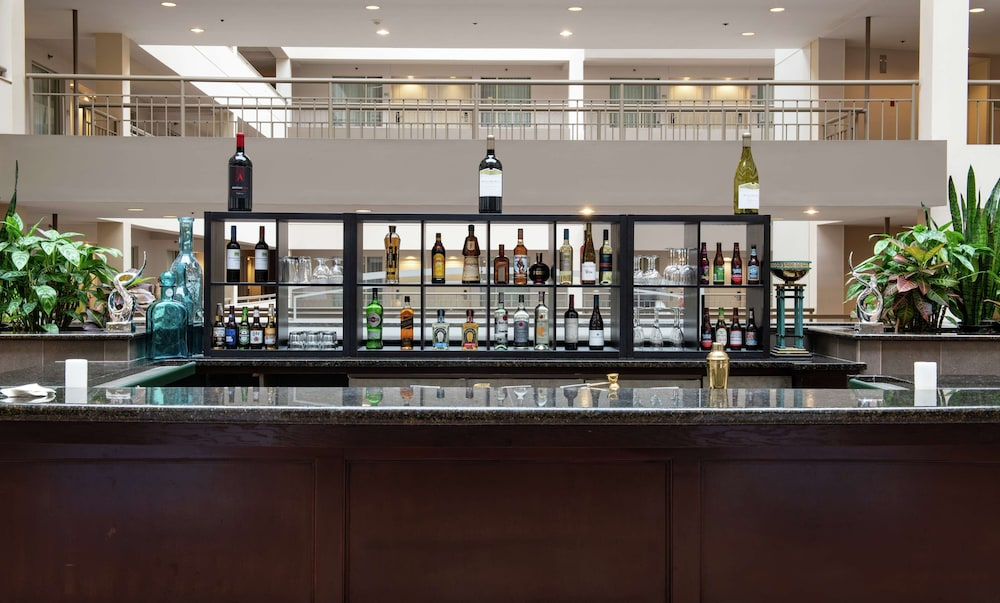Bar, DoubleTree Suites by Hilton Philadelphia West