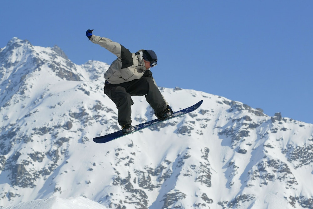 Snowboarding, Atlantis Casino Resort Spa