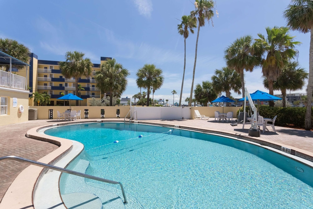 days inn by wyndham cocoa beach port canaveral reviews. Black Bedroom Furniture Sets. Home Design Ideas