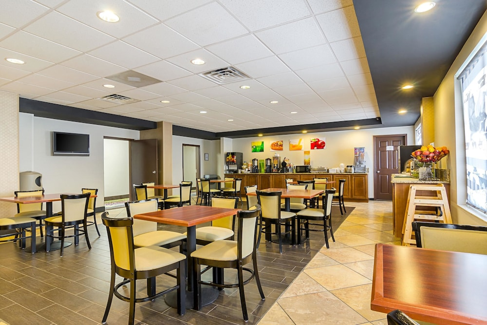 Breakfast Area, Quality Inn West End