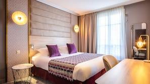 Hypo-allergenic bedding, minibar, in-room safe, desk