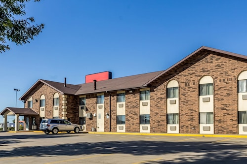 Check Expedia for Availability of Econo Lodge North
