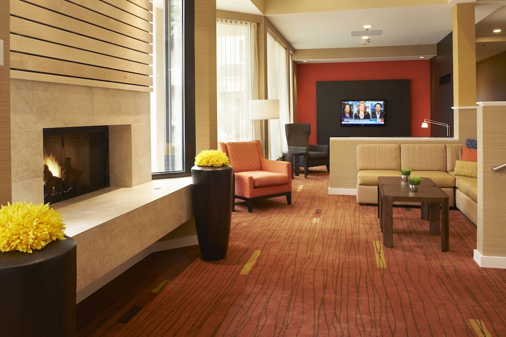 Lobby, Courtyard by Marriott Toledo Airport Holland