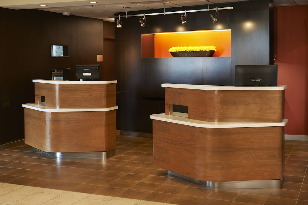 Interior, Courtyard by Marriott Toledo Airport Holland