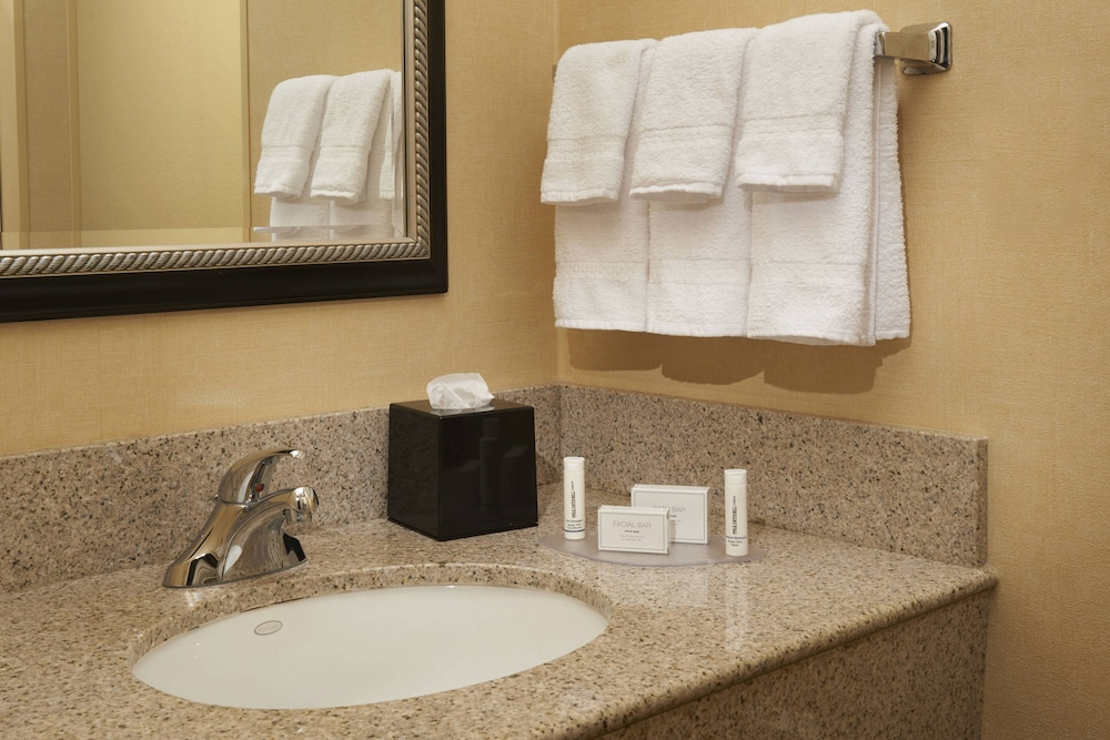 Bathroom, Courtyard by Marriott Toledo Airport Holland