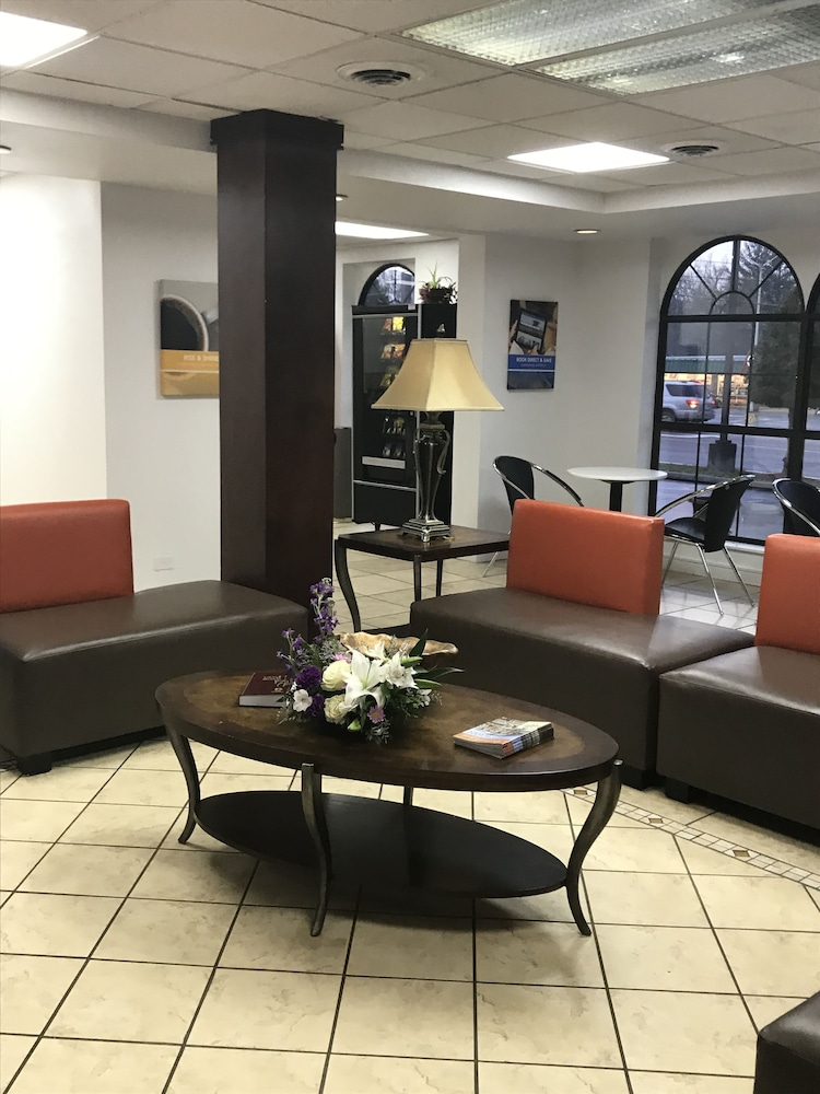 Lobby Sitting Area, Motel 6 Kingsport, TN