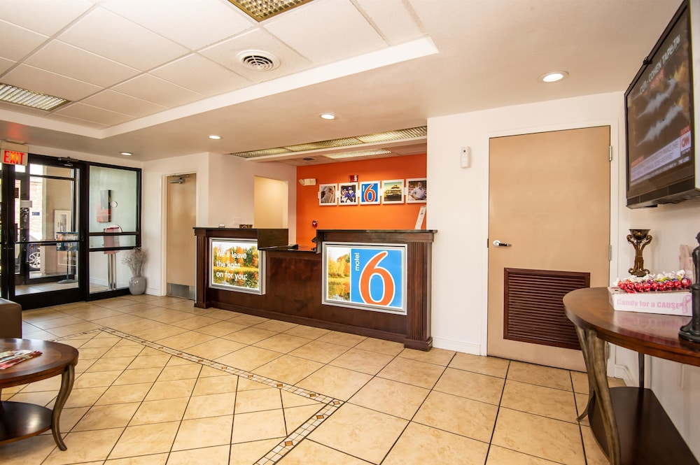 Lobby, Motel 6 Kingsport, TN