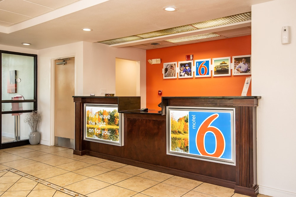 Reception, Motel 6 Kingsport, TN