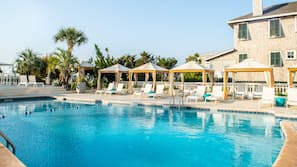 Outdoor pool, open 8 AM to 10 PM, sun loungers
