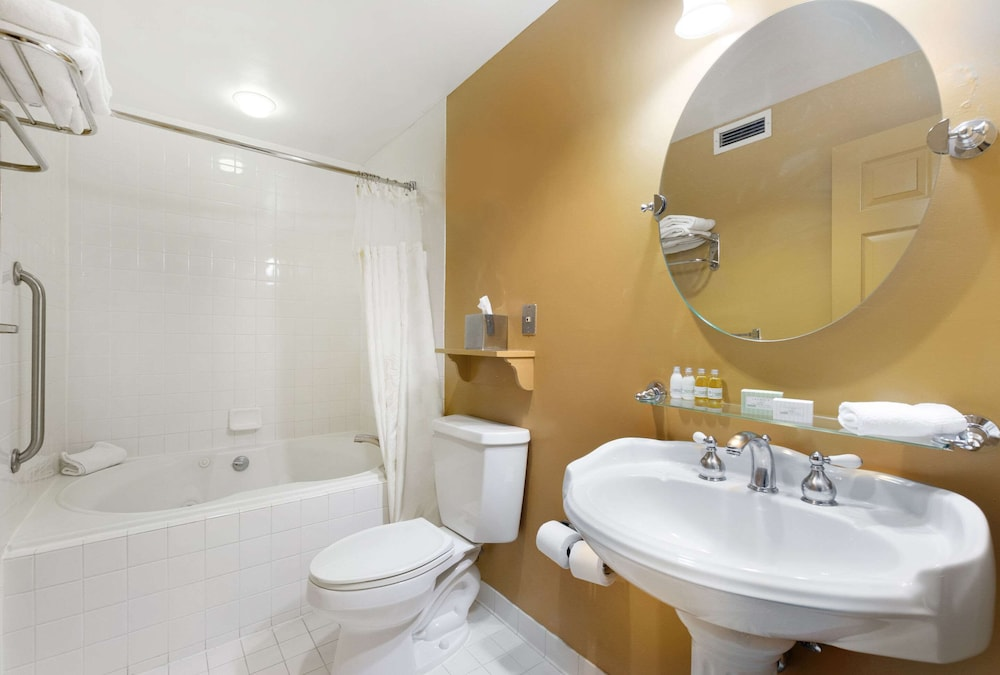 Bathroom, Admiral Fell Inn, Ascend Hotel Collection