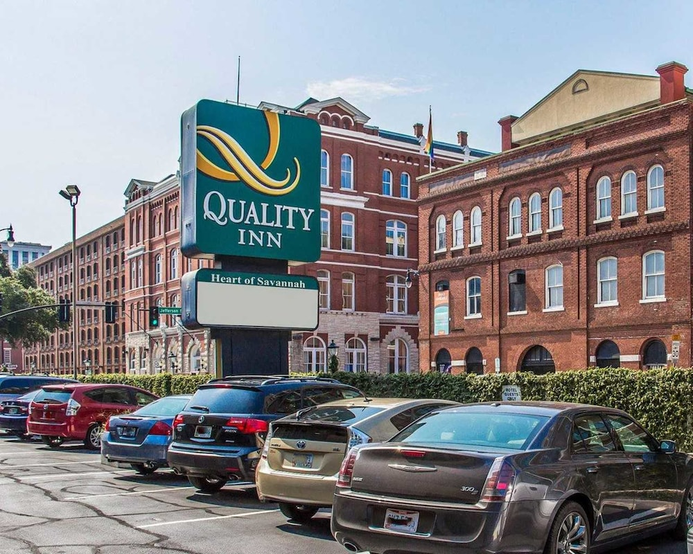 Parking, Quality Inn Savannah Historic District