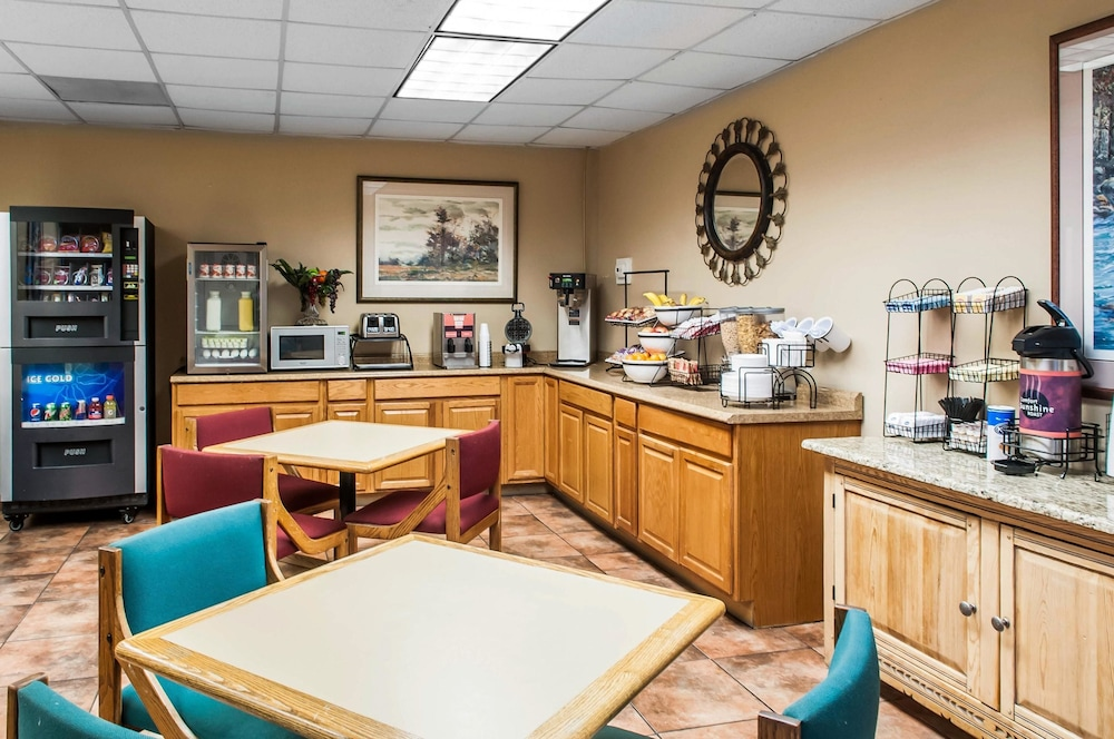 Breakfast Area, Suburban Extended Stay Hotel East