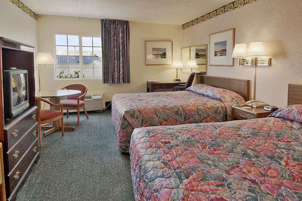 Room, Days Inn by Wyndham Mt. Vernon