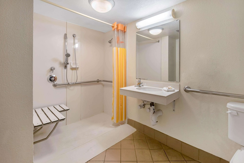 Bathroom Shower, La Quinta Inn by Wyndham San Antonio Market Square