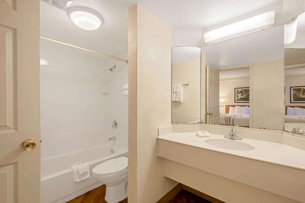 Bathroom, La Quinta Inn by Wyndham San Antonio Market Square