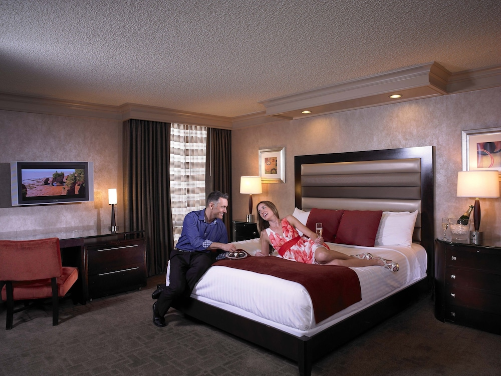 Room, TI - Treasure Island Hotel and Casino