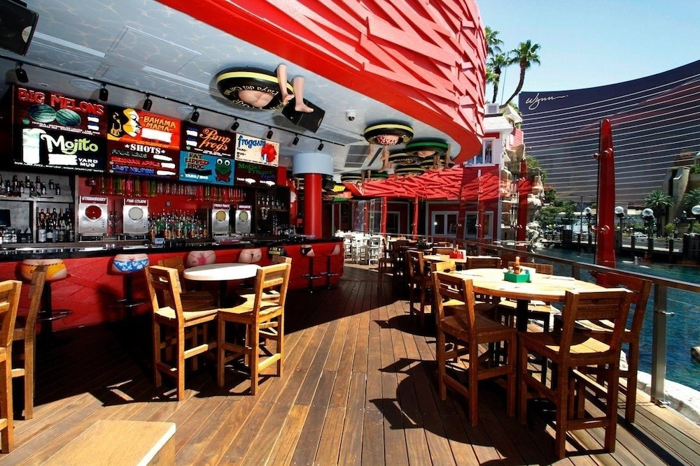 Outdoor Dining, TI - Treasure Island Hotel and Casino