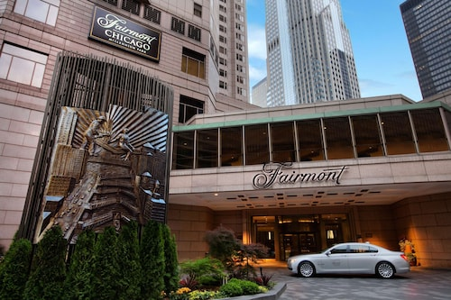 Fairmont Chicago at Millennium Park