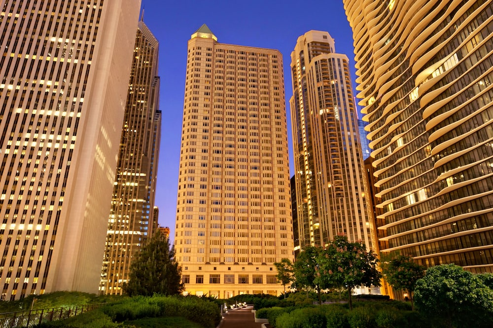Front of Property - Evening/Night, Fairmont Chicago at Millennium Park