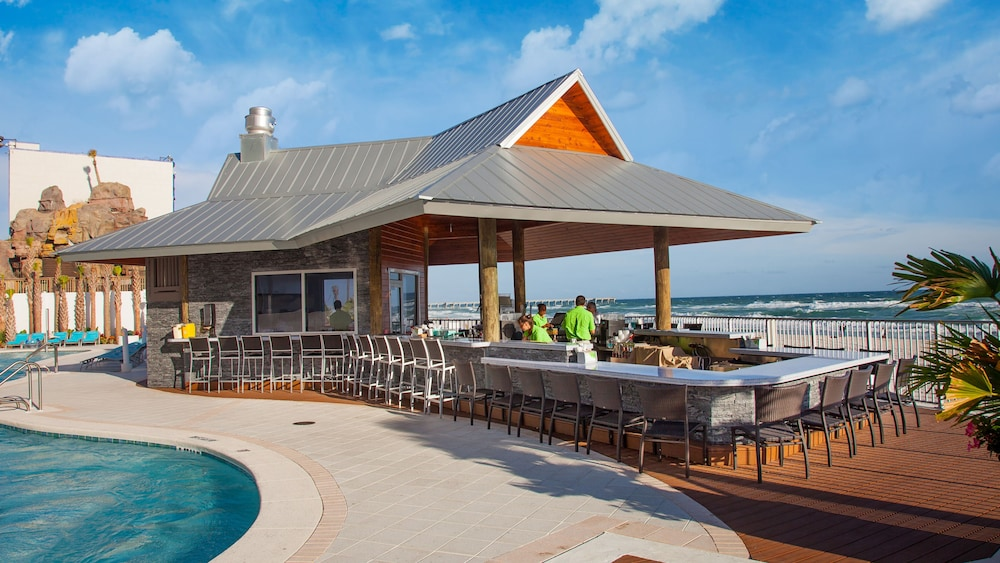 Bar, Holiday Inn Express & Suites Panama City Beach - Beachfront