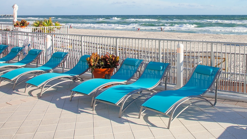 Sundeck, Holiday Inn Express & Suites Panama City Beach - Beachfront
