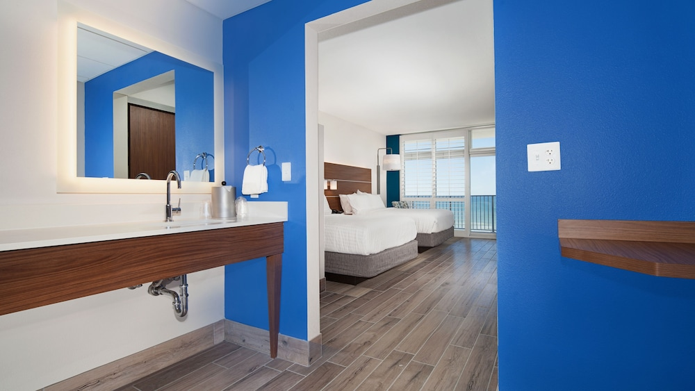 Room, Holiday Inn Express & Suites Panama City Beach - Beachfront