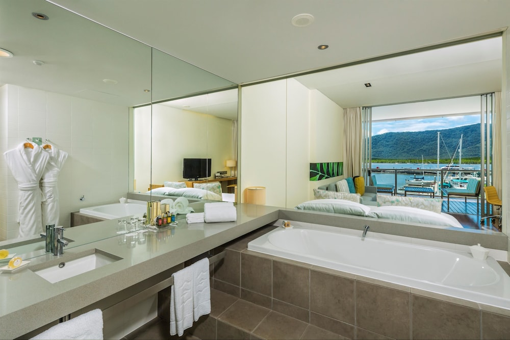 Bathroom, Shangri-La Hotel, The Marina