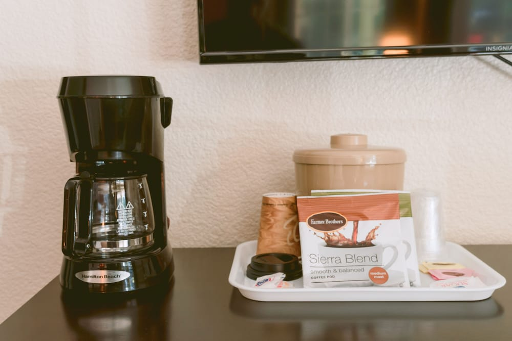 Coffee and/or Coffee Maker, Riverfront Inn Roseburg
