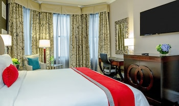 Premier Room, 1 King Bed - Guestroom