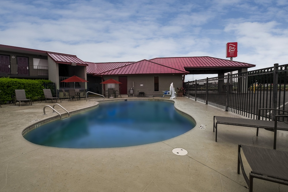 Pool, Red Roof Inn & Suites Dothan