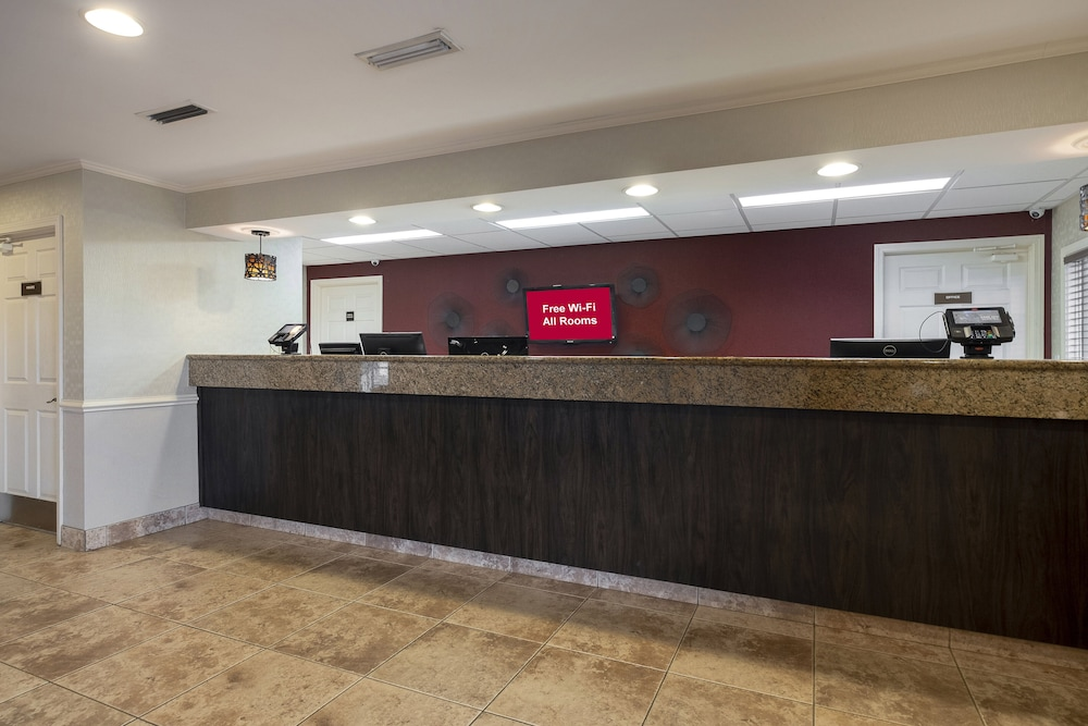 Lobby, Red Roof Inn & Suites Dothan