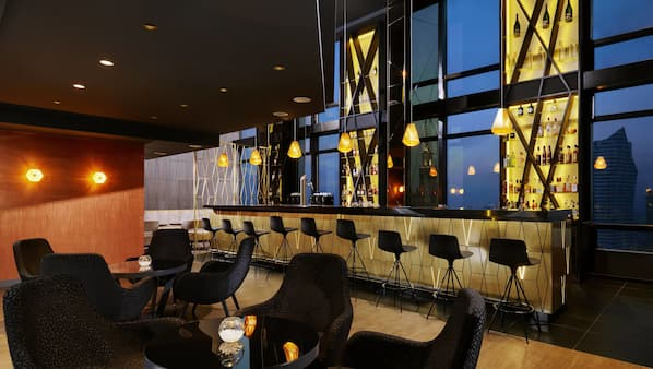 2 bar/lounge, salone nella hall, bar per sportivi
