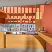 Bar junto a la piscina