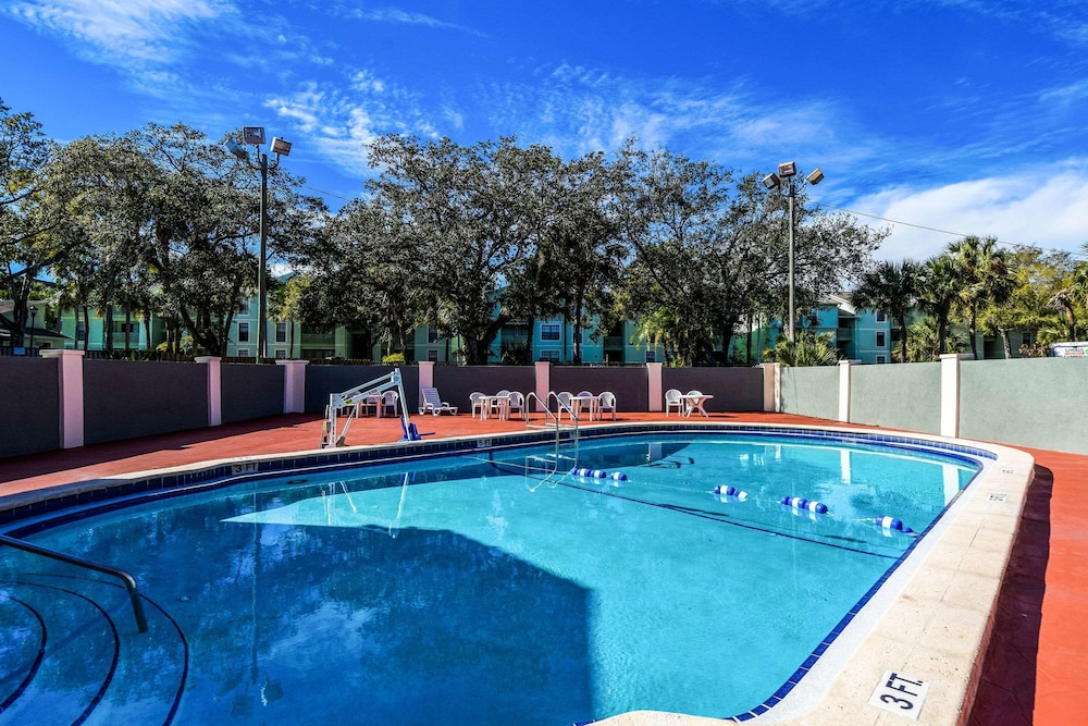 Pool, Econo Lodge Busch Gardens