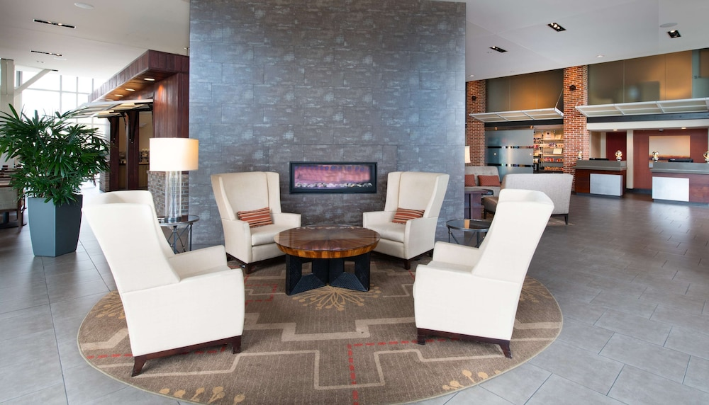 Lobby, DoubleTree by Hilton Hotel and Suites Charleston Airport