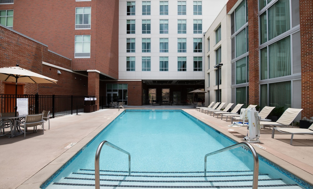 Outdoor Pool, DoubleTree by Hilton Hotel and Suites Charleston Airport