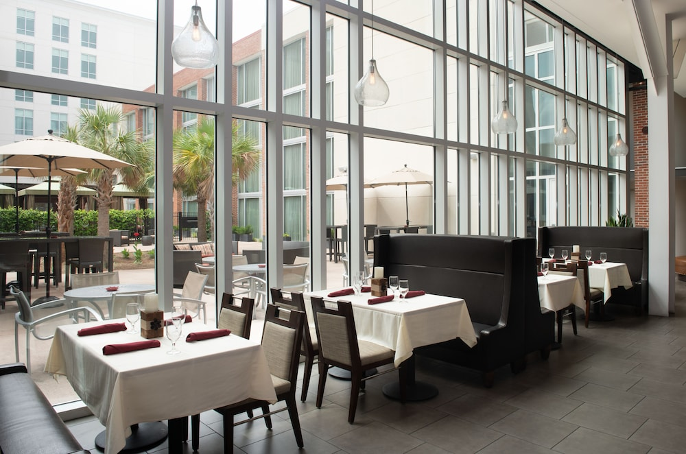 Restaurant, DoubleTree by Hilton Hotel and Suites Charleston Airport