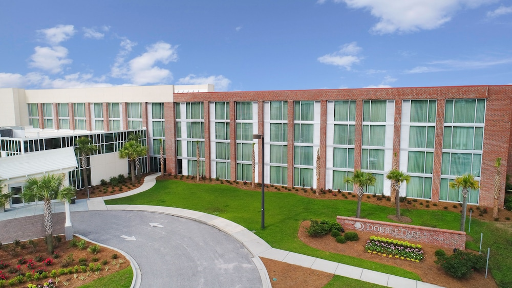 Front of Property, DoubleTree by Hilton Hotel and Suites Charleston Airport