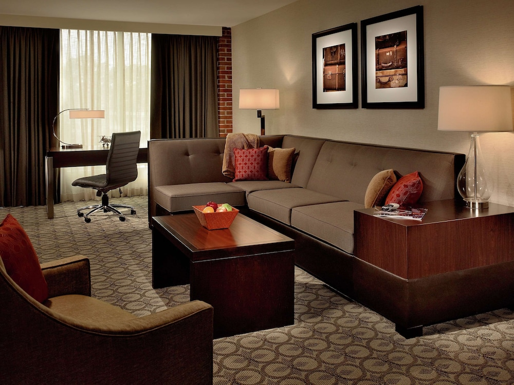 Living Area, DoubleTree by Hilton Hotel and Suites Charleston Airport