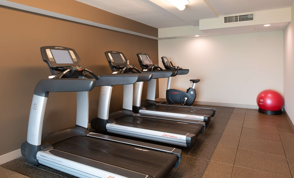 Fitness Facility, DoubleTree by Hilton Hotel and Suites Charleston Airport
