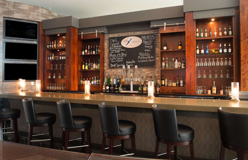 Bar, DoubleTree by Hilton Hotel and Suites Charleston Airport