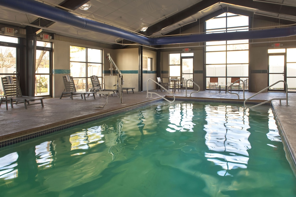 Indoor Pool, Four Points by Sheraton Philadelphia Northeast