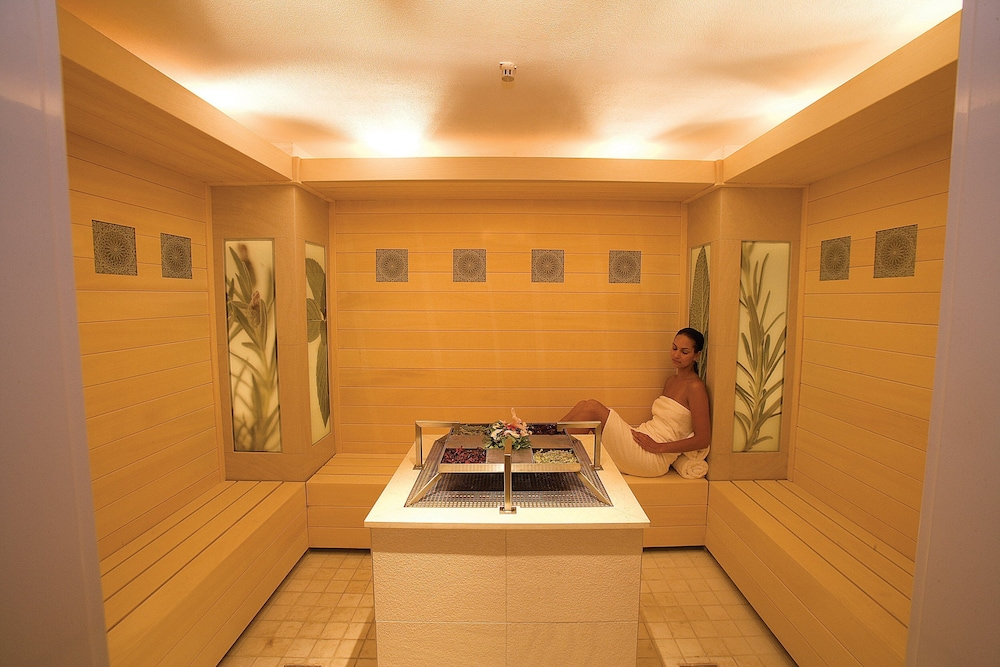 Treatment Room, Hilton Luxor Resort & Spa