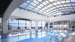 실내 수영장, 06:00 ~ 22:00 오픈, 일광욕 의자