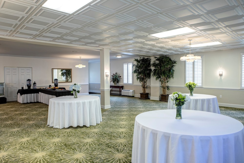 Banquet Hall, Best Western Sea Island Inn