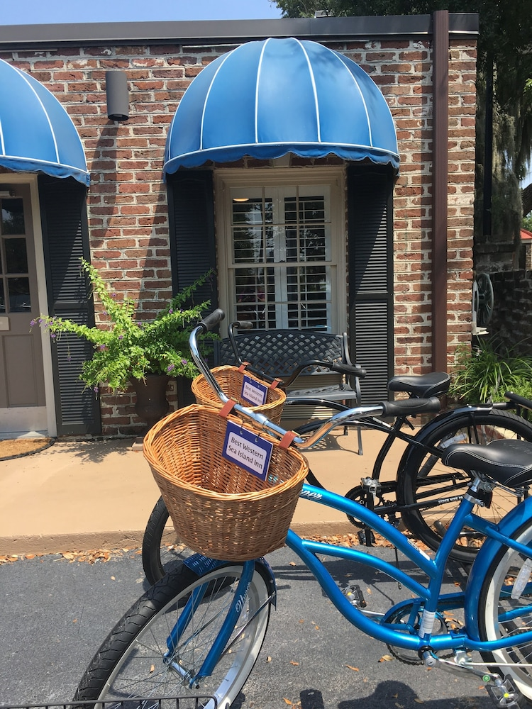 Bicycling, Best Western Sea Island Inn