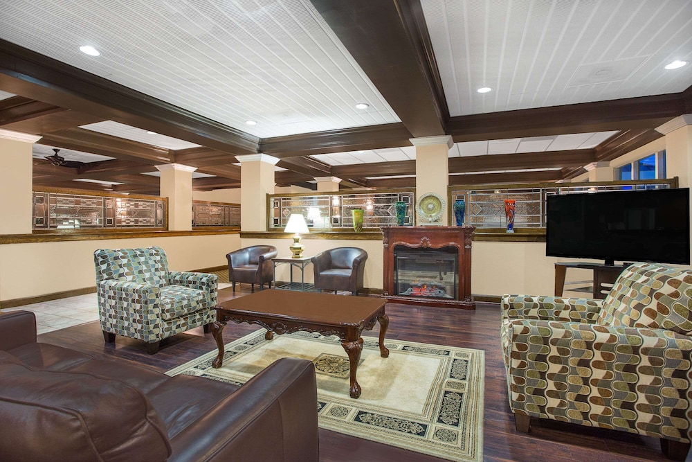 Lobby, Days Inn by Wyndham Asheville/Mall