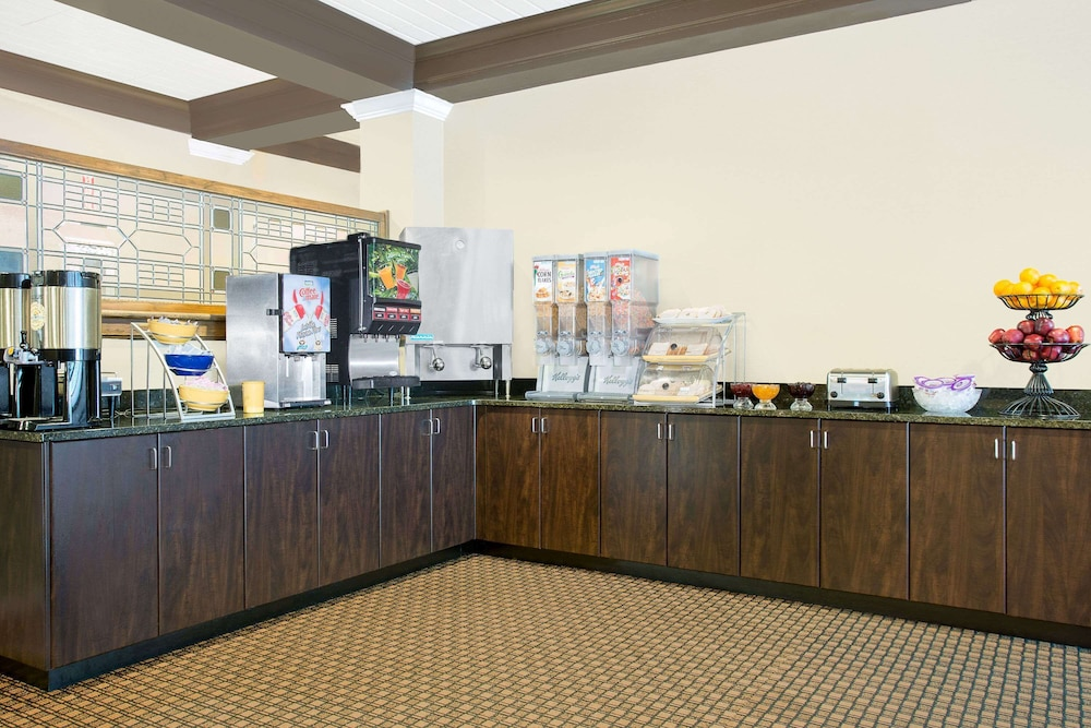 Breakfast Area, Days Inn by Wyndham Asheville/Mall